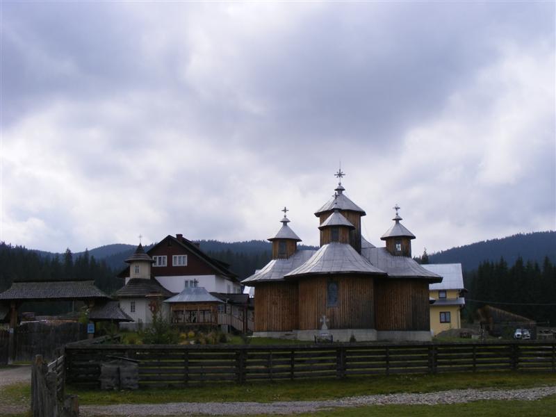 Manastirea Orata - Fundu Moldovei (8)-main-pic